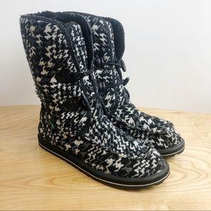 Sanuk Black White Houndstooth Boot Slippers Fleece
